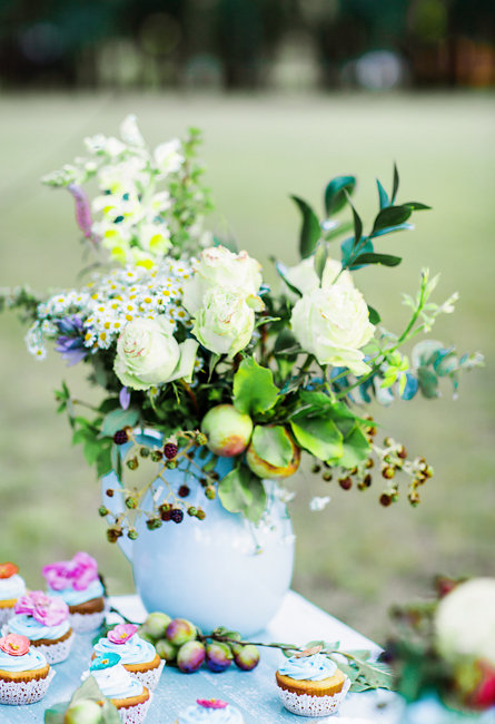 Floral centerpiece with white roes at rustic wedding elopement by Corina Silva