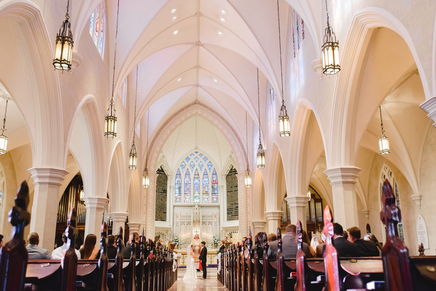 Hugh + Samantha's Charleston wedidng ceremony at Grace Episcopal Church