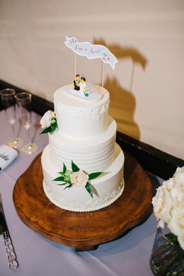 Charleston wedding cake  at Harbour Club wedding