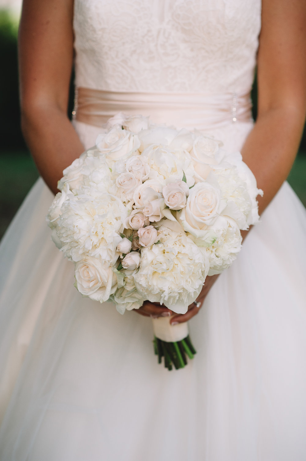 Blush and White Palmetto Bluff wedding by Jennings King Photography and Kelli Corn