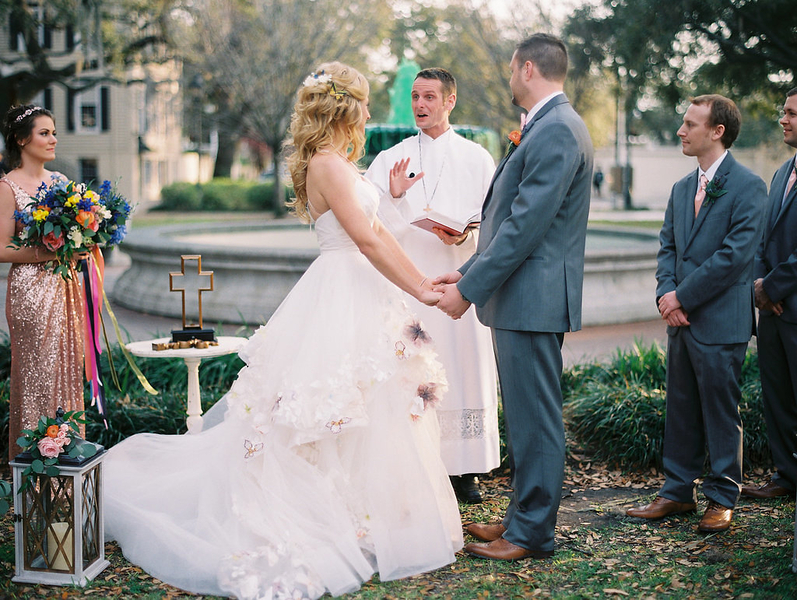Outdoor ceremony at Orleans Square during St. Patrick's Day  //  Savannah wedding photos by Alison Epps Photography  //  A Lowcountry Wedding Magazine & Blog