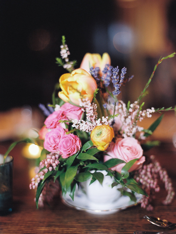 Tulip and ranunculus centerpieces by Harvey Designs  //  Savannah wedding photos by Alison Epps Photography  //  A Lowcountry Wedding Magazine & Blog