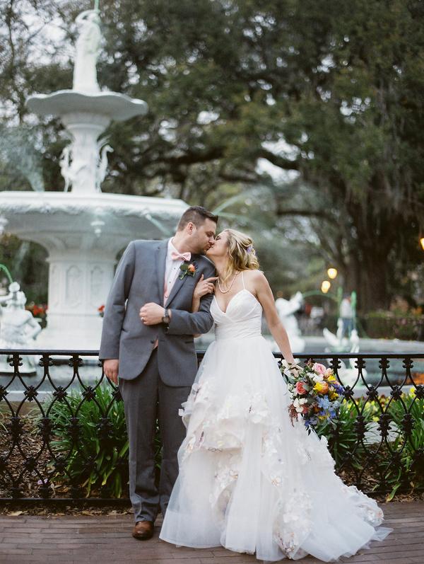 Wedding portraits at Forsyth Park  //  Savannah wedding photos by Alison Epps Photography  //  A Lowcountry Wedding Magazine & Blog