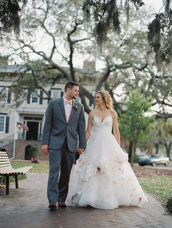 Ashley Pittman & Maxwell Long wedding portraits in Savannah, GA //  Savannah wedding photos by Alison Epps Photography  //  A Lowcountry Wedding Magazine & Blog