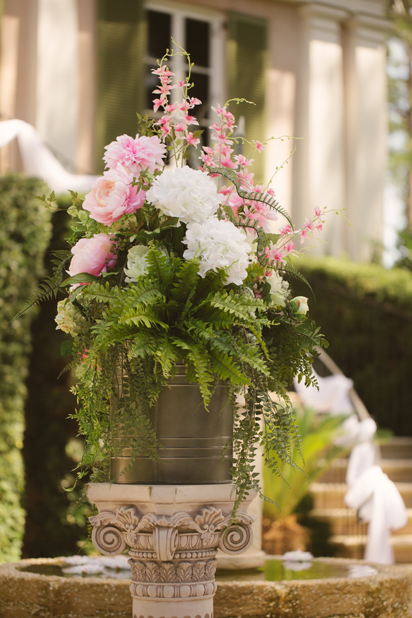 Pink and white centerpieces by A Floral Affair at Oldfield River Club  //  Hilton Head wedding photos by Christi Clark Photography  //  A Lowcountry Wedding Magazine & Blog