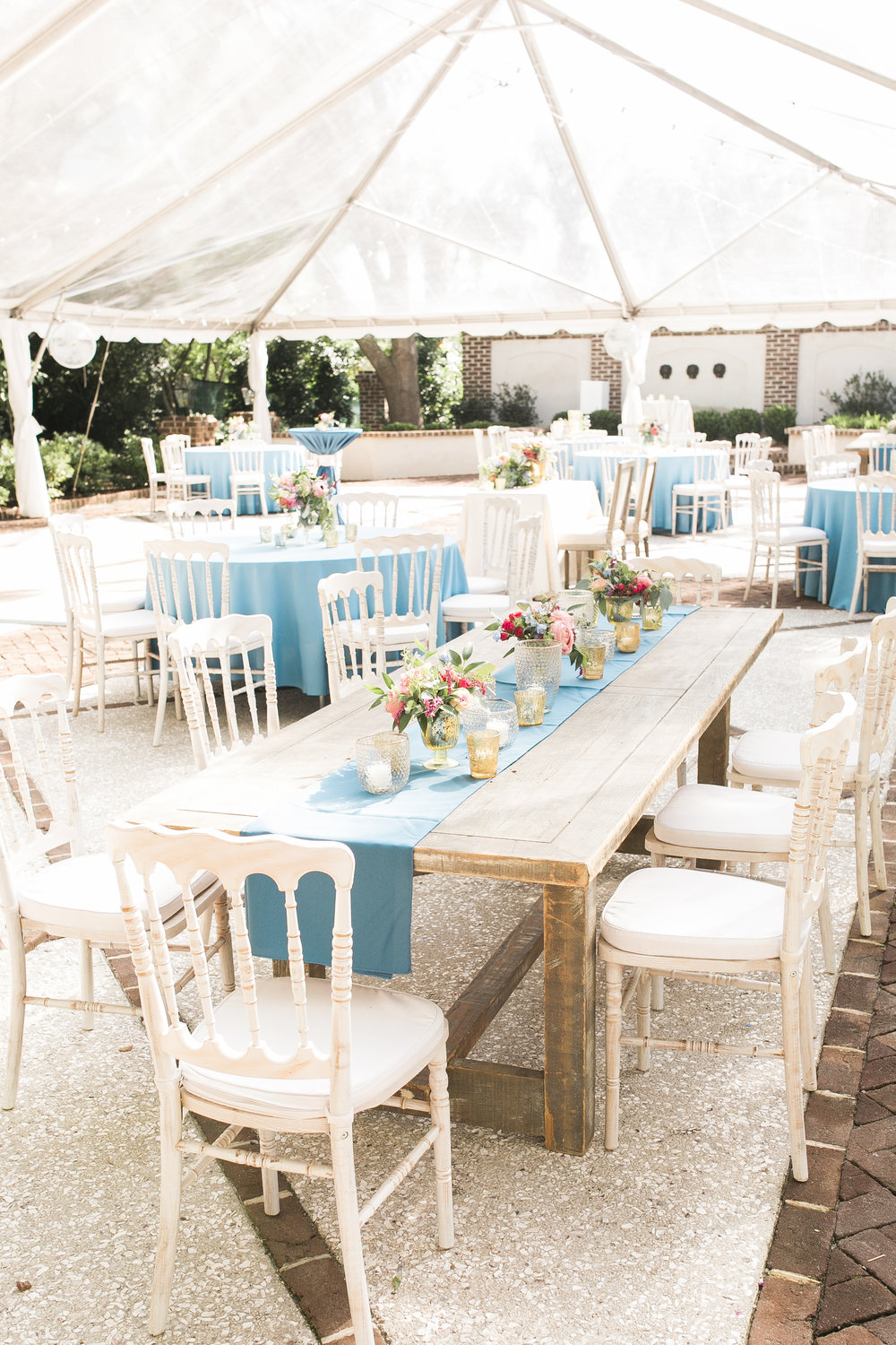 Outdoor reception with blue table runners at Thomas Bennett House wedding  Colorful outdoor reception at The Thomas Bennett House wedding in Charleston, SC  //  photographed by Jenna Weddings  Traditional wedding ceremony at Cathedral of St. John the Baptist in Charleston, SC  //  A Lowcountry Wedding Magazine & Blog