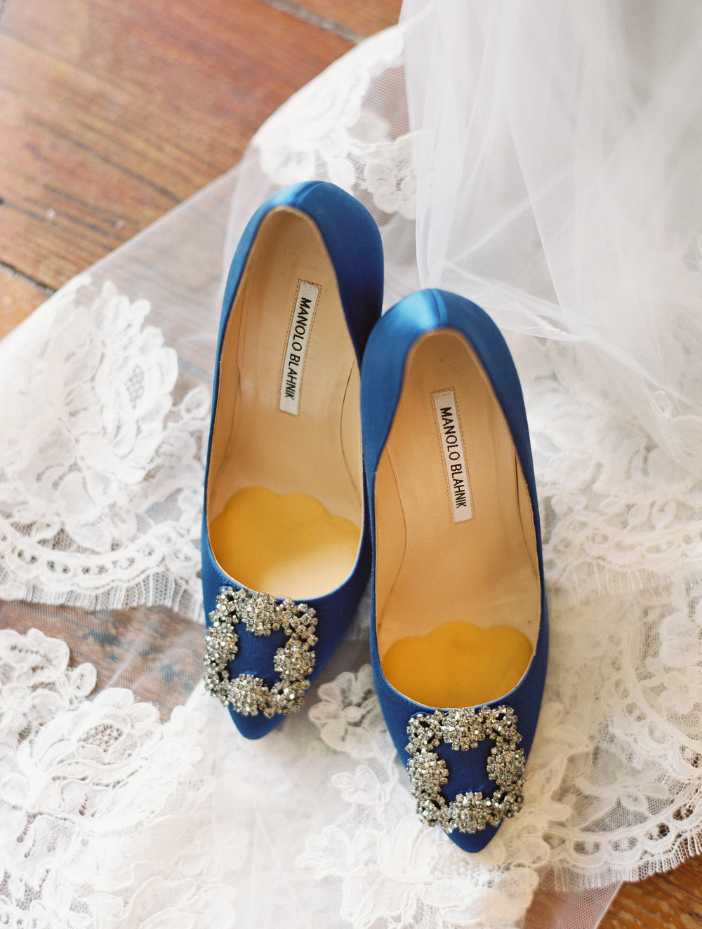 Blue Manolo Blahnik wedding shoes at Boone Hall Plantation  //  Wedding photography by Landon Jacob  //  A Lowcountry Wedding Magazine