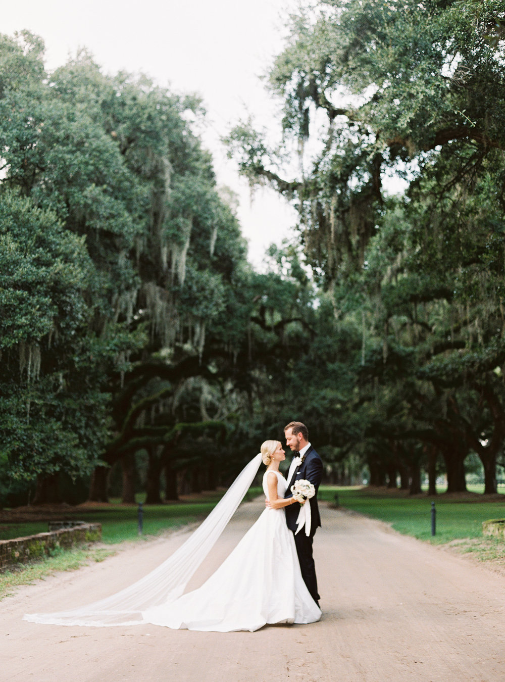 Wedding portraits at Boone Hall Plantation  //  photography by Landon Jacob  //  A Lowcountry Wedding Magazine