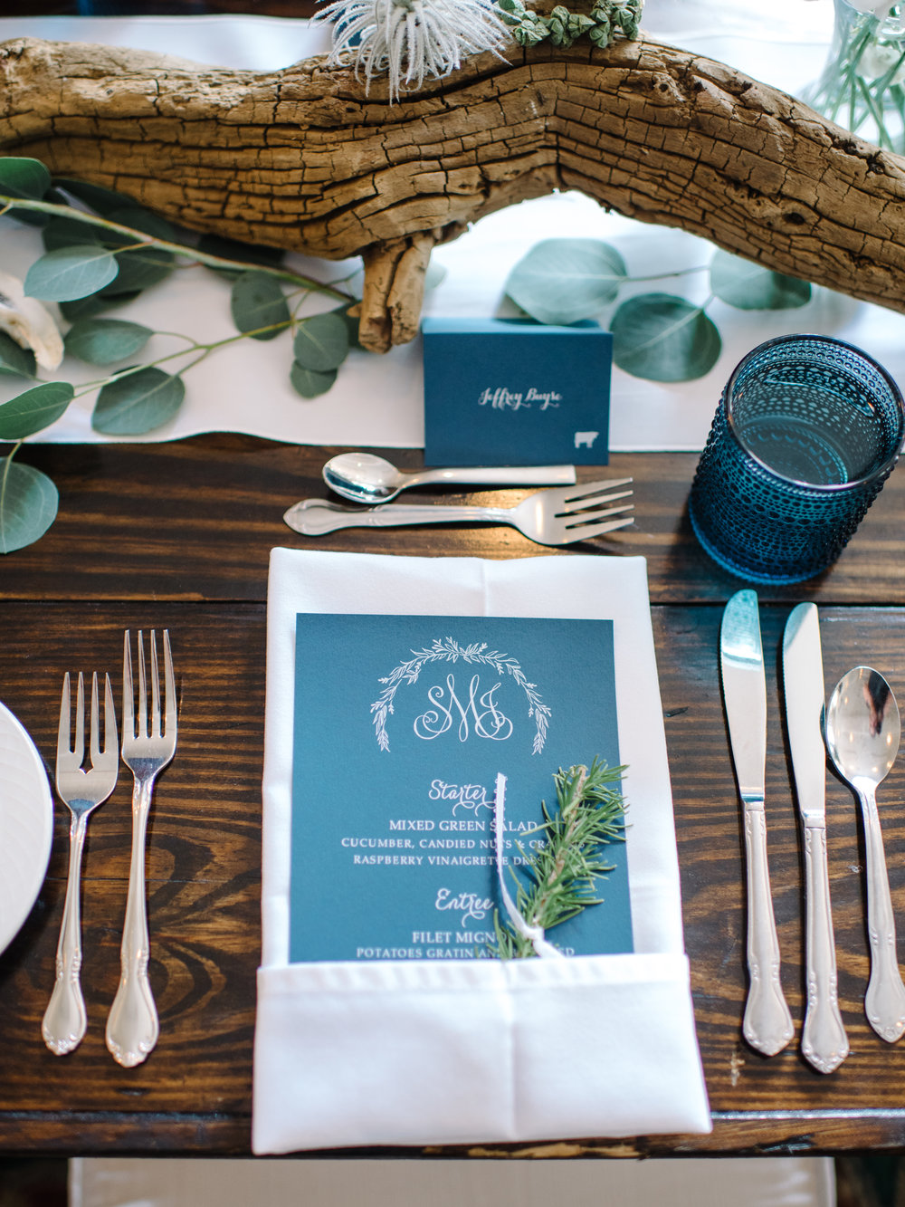 Coastal place settings at Wachesaw Plantation wedding reception  //  Design by Jacin Fitzgerald