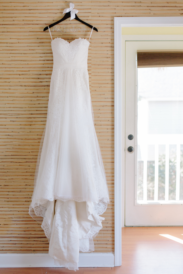 Charleston wedding dress at Folly Beach  // Photography by Riverland Studios
