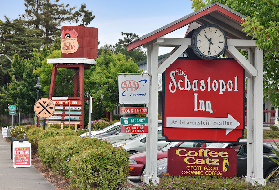 Sebastopol_Inn_Sign.png
