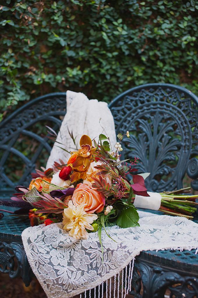 vintage-fall-wedding-Mark-Eric-Weddings-Glamour-Grace-03.jpg
