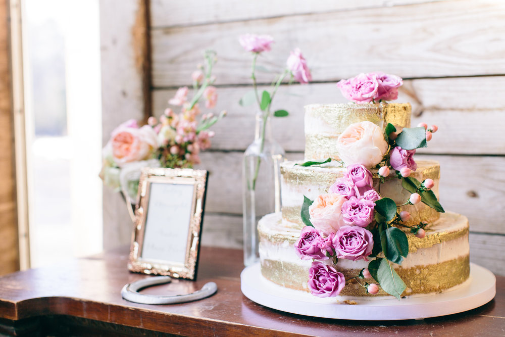 gold-wedding-cake-photo