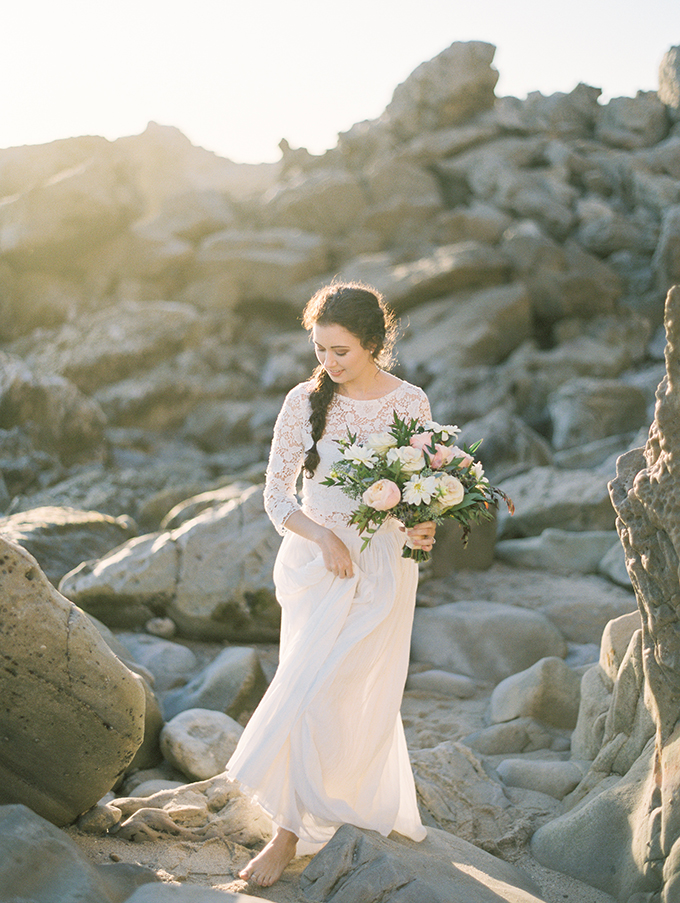 romantic-coastal-bridal-portraits-Mallory-Dawn-Glamour-Grace-11.jpg