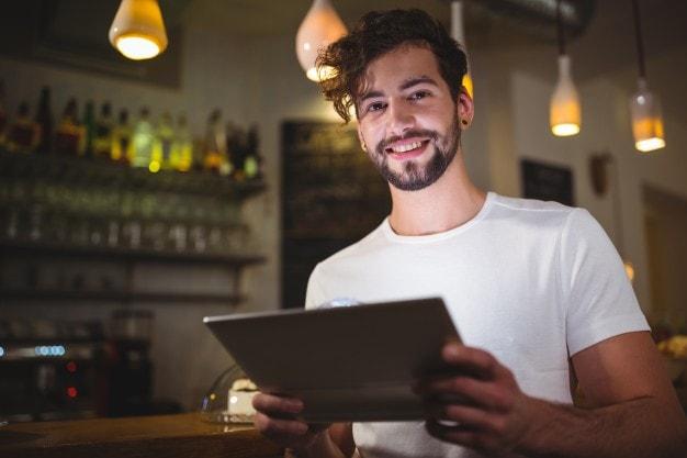 Utilisation de tablette tactile pour un menu de restaurant original et innovant