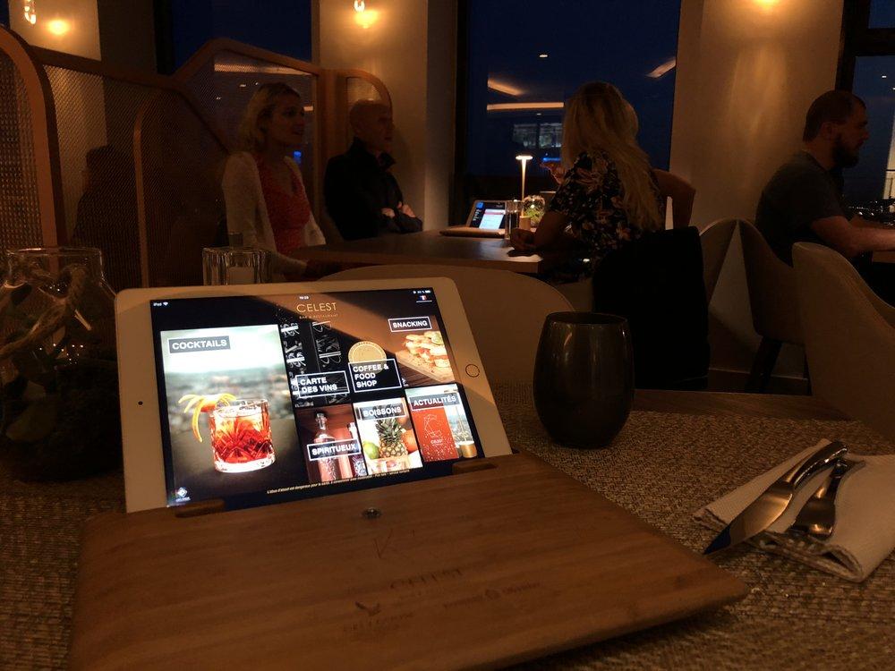 menu sur tablettes bar a cocktails.jpg