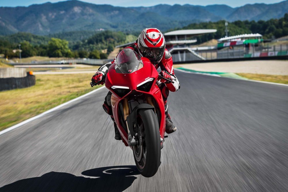 2018-Ducati-Panigale-V4-S-36.jpg