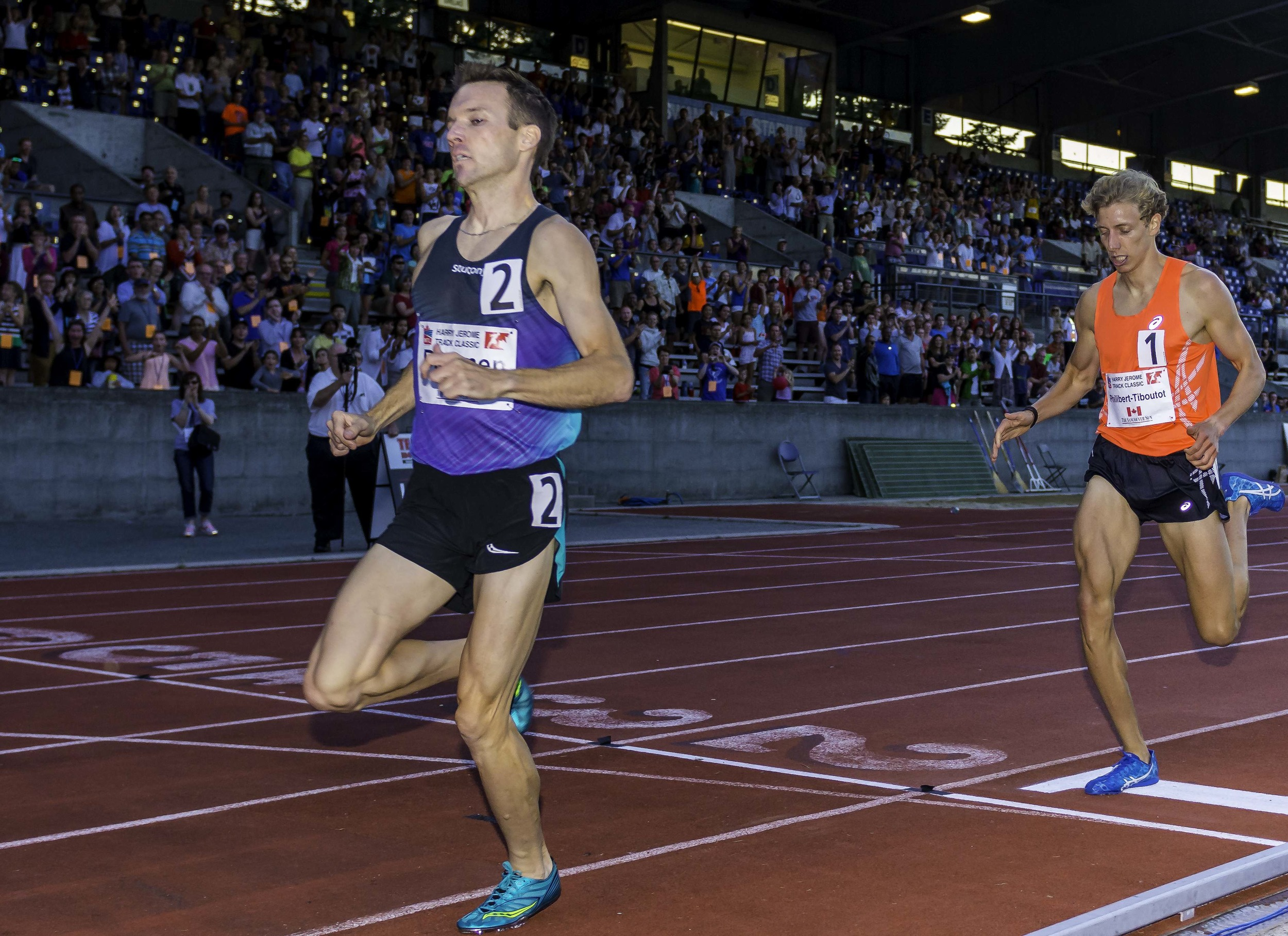 Brannen over takes Philibert-Thiboutot with devastating kick    photo by Brian Cliff