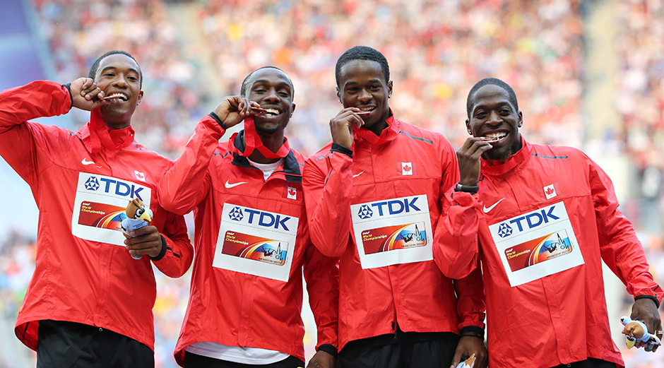 Canada's 400m relay team photo YURI KADOBNOV/AFP/Getty Images)