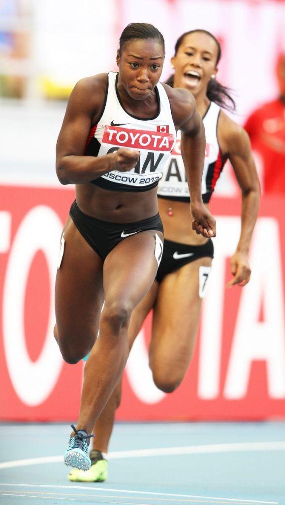 Shai-anne Davis passes to Khamica Bingham