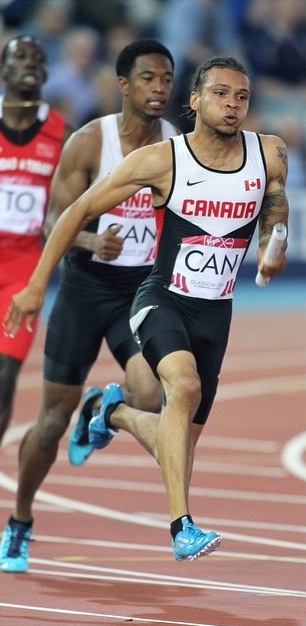 Dontae Richards-Kwok passes to Andre De Grasse  photo by Claus Andersen