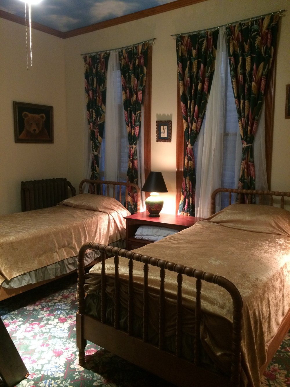 photo #2 - 3 twin bedroom