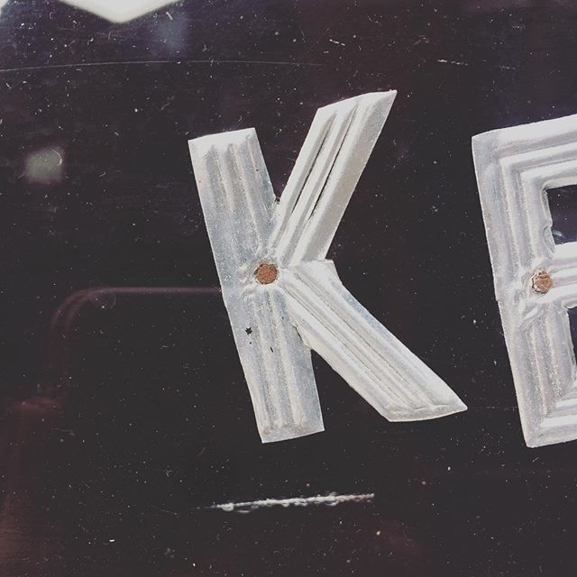 K is for Kew // Spotted on the stroll to the post office this afternoon, in the window of the local barbershop 💇‍♂️. • • • #weareagentk #photography #London #behindthescenes #k #photography #photographer #londonphotographer #creativesoginstagram #industrial #londonlife #bestoftheday #creativespaces #freelance #socialmedia #womenintech #womenindigital #inspiration #design #typography #lettering #type #font #liveauthentic #beinspired