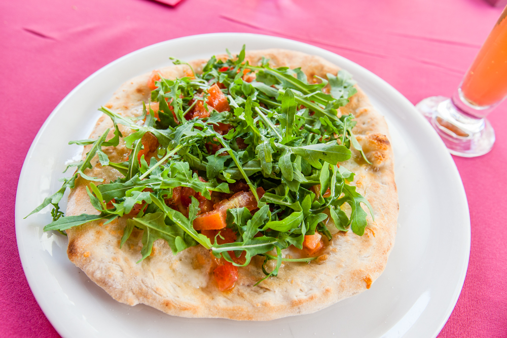 """Rocket"" (aka arugula) pizza, very simple and light with extraordinary flavors"