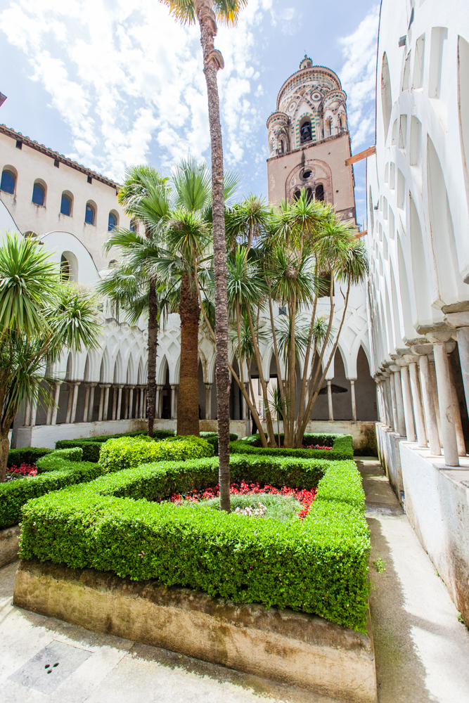 The Cloister of Paradise was built between 1266-1268 to house the tombs of wealthy merchants.