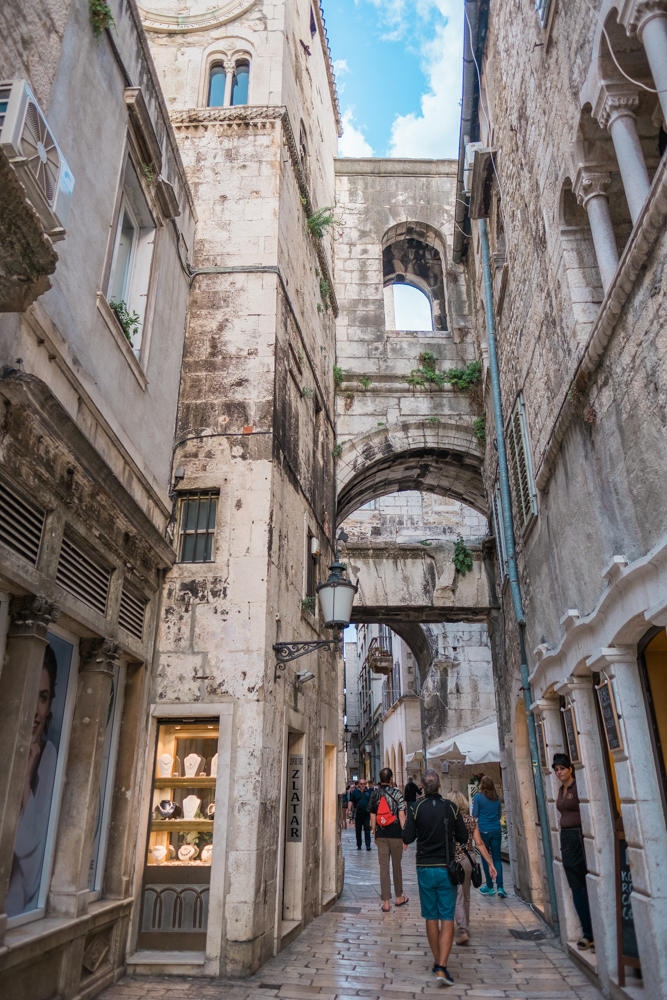 The charming alleyways had similar characteristics to those of Rome.