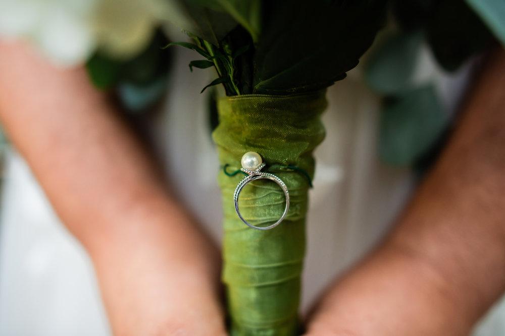 TAMPA_WEDDING_GIGIS_COUNTRY_GARDEN_CJMZ_D82_4447.jpg