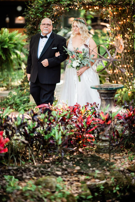 TAMPA_WEDDING_GIGIS_COUNTRY_GARDEN_CJMZ_Z85_9407.jpg
