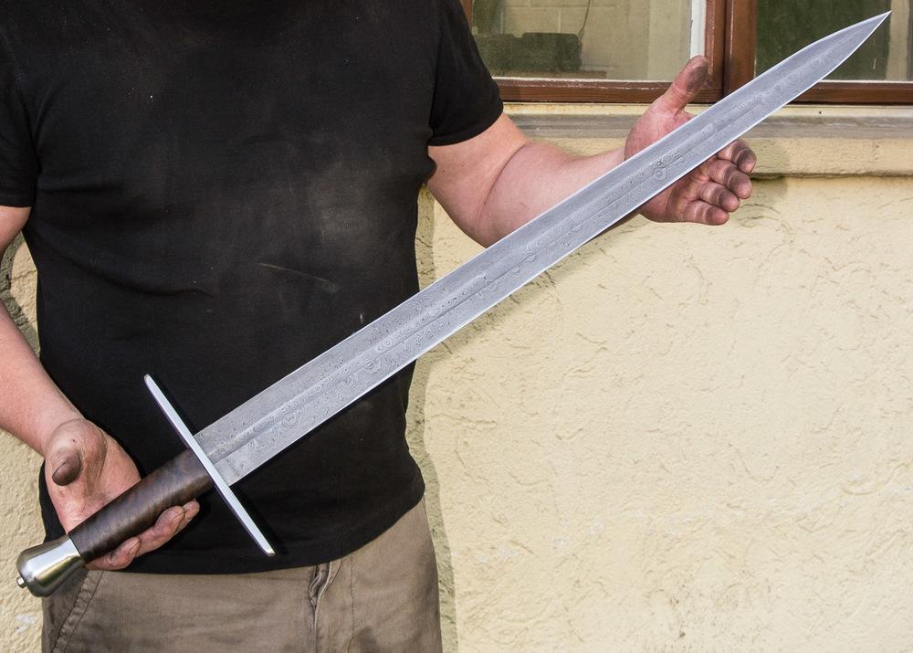 5-7 Tage für klassische Europ. Schwerter aus gefaltetem Stahl.   5-7 Days for a classical patternwelded sword