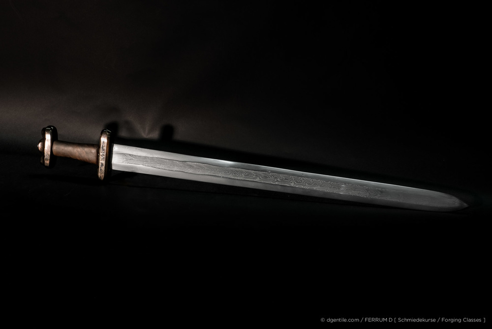 8 Tage Kurs - Vikinger Schwert, mehrbahniger Verbundschweissstahl (Damaszenerstahl) 8 Day Class - Viking Sword, composite patternwelded steel