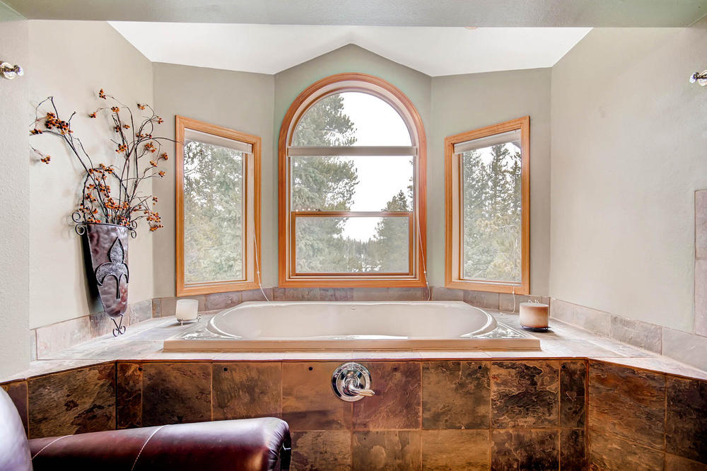 476 Deer Trail Dr Fairplay CO-large-023-2nd Floor Master Bathroom-1500x1000-72dpi.jpg