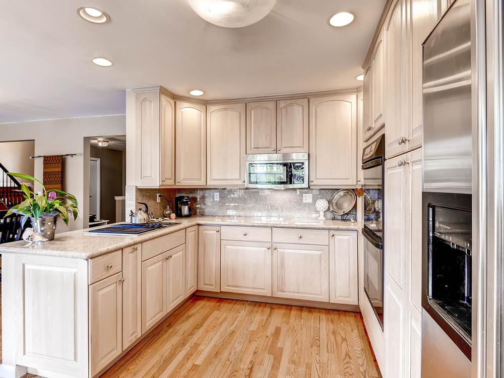 852 E Briarwood Circle S-MLS_Size-009-Kitchen-1600x1200-72dpi.jpg