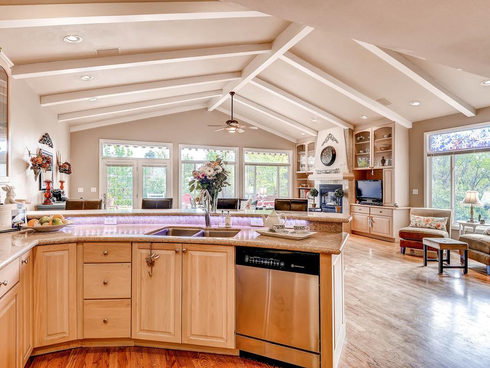 852 E Briarwood Circle S-MLS_Size-010-Kitchen-1600x1200-72dpi.jpg