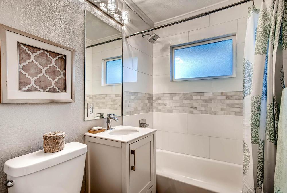 2550 S Bellaire St Denver CO-large-009-9-Bathroom-1489x1000-72dpi.jpg