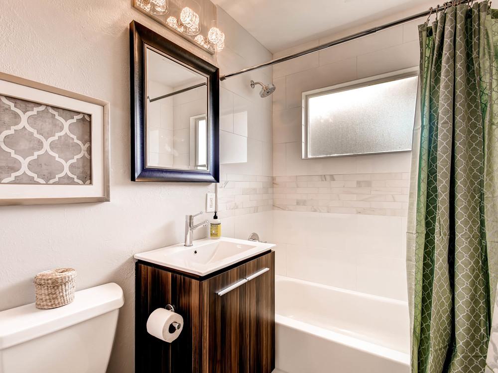 2521 S Bellaire St Denver CO-MLS_Size-017-13-Master Bathroom-2048x1536-72dpi.jpg