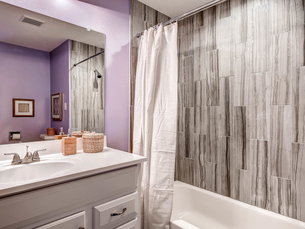 3951 E Dartmouth Ave Denver CO-MLS_Size-009-3-Bathroom-2048x1536-72dpi.jpg