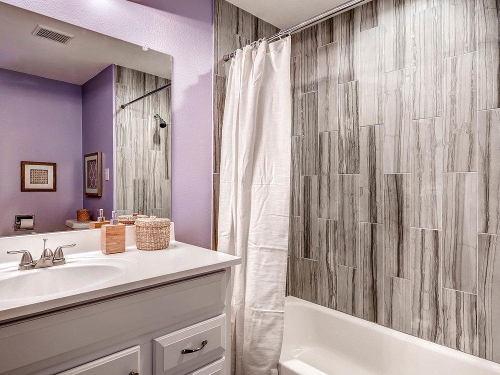 3951 E Dartmouth Ave Denver CO-MLS_Size-009-3-Bathroom-2048x1536-72dpi.jpg