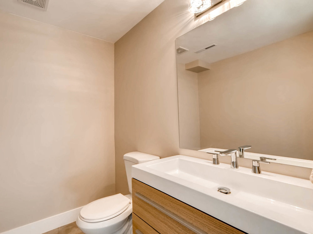 4750 S Mariposa Dr Englewood-MLS_Size-007-7-Bathroom-2048x1536-72dpi.jpg