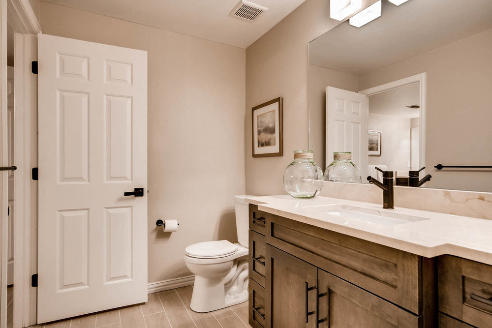 121 Silver Fox Dr Greenwood-large-034-18-Lower Level Bathroom-1500x1000-72dpi.jpg