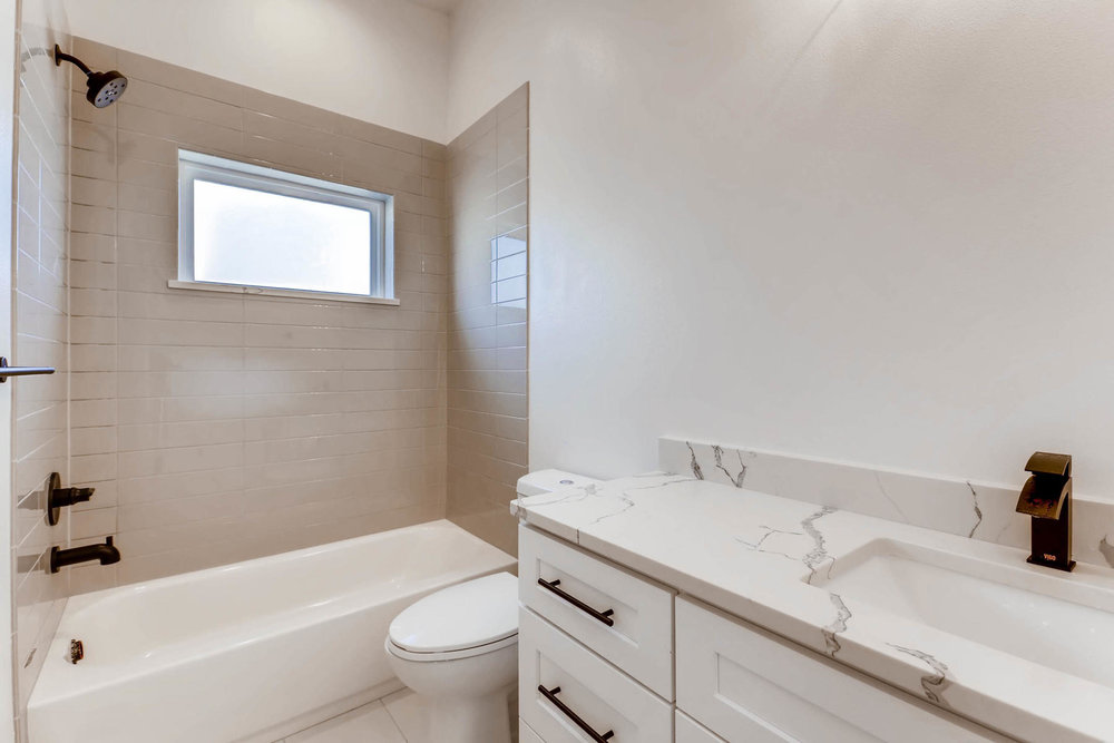 3000 S Elati Street Englewood-MLS_Size-016-20-2nd Floor Bathroom-1800x1200-72dpi.jpg