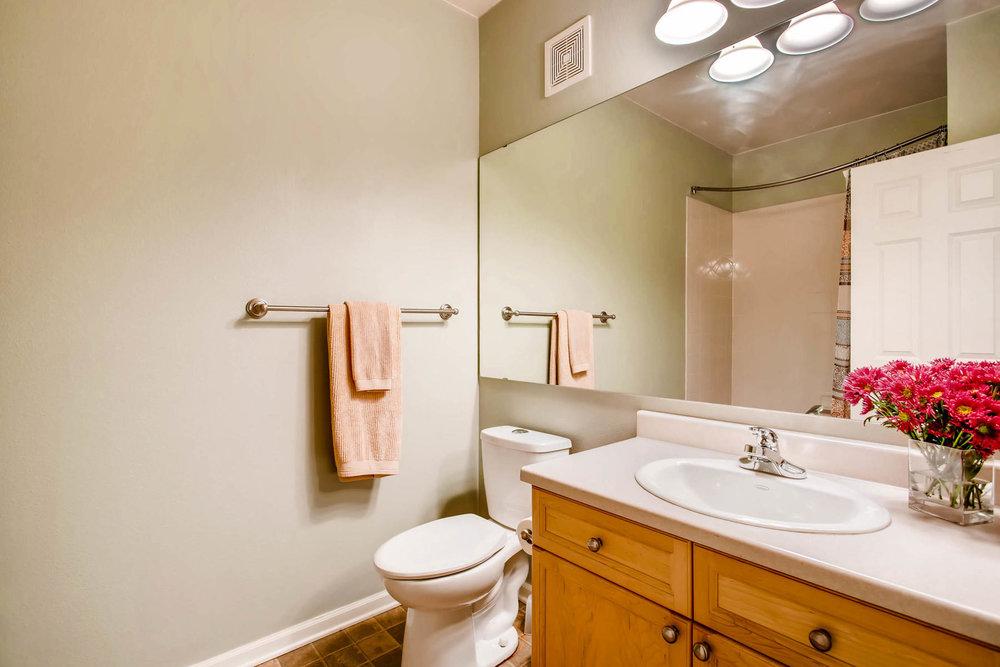 2808 Syracuse Street 216-MLS_Size-022-11-Bathroom-1800x1200-72dpi.jpg