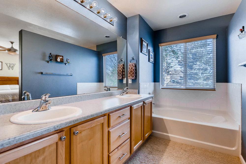 2577 S Flanders Court Aurora-015-15-Master Bathroom-MLS_Size.jpg