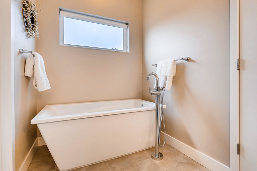 3517 S Ogden St Englewood CO-016-17-2nd Floor Master Bathroom-MLS_Size.jpg