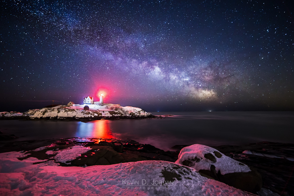 The Milky Way rising over Nubble Light of the coast of Cape Neddick, Maine. Taken with a $350 Rokinon 14mm f/2.8 lens (© Kevin D. Jordan Photography)
