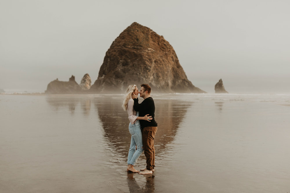 cannonbeachoregoncouplessession7.jpg