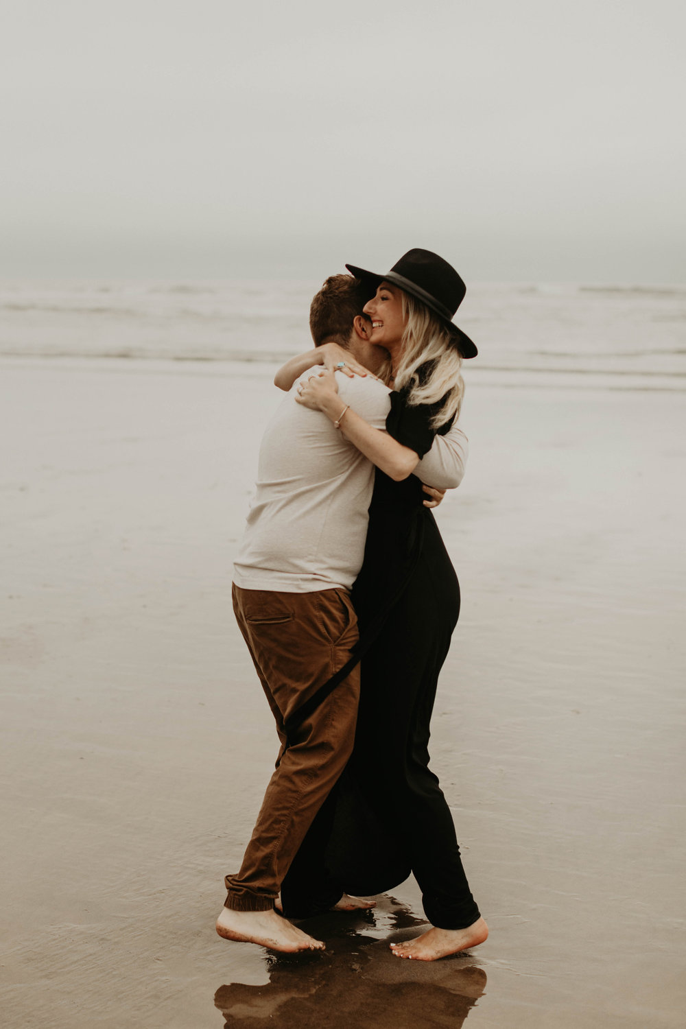 cannonbeachoregoncouplessession25.jpg